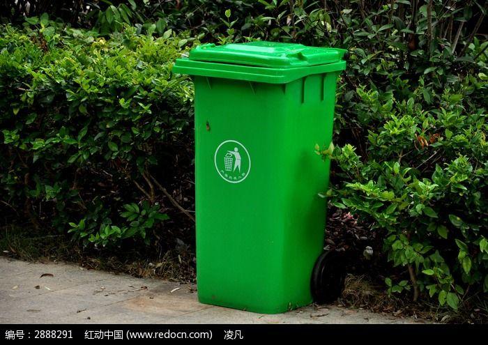 花园里的垃圾桶图片