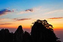 黎明时的黄山始信峰风光
