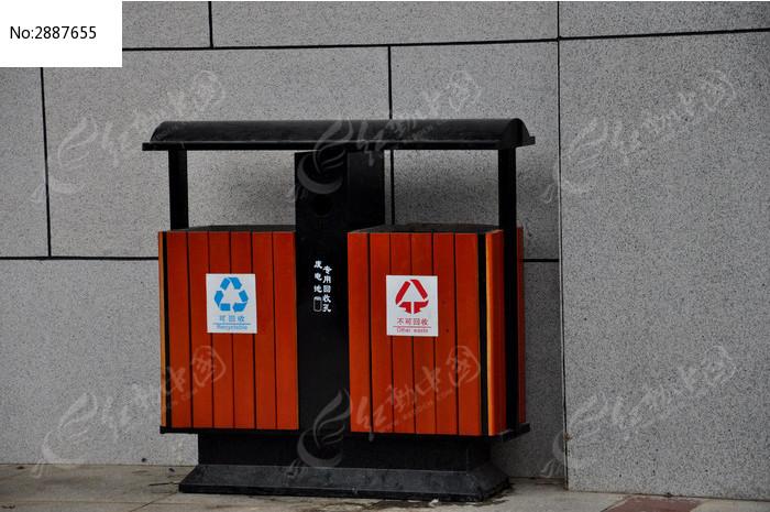 木质垃圾桶图片