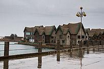 雨中海草房