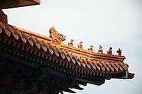 古典古代翘起的龙灵兽屋檐檐角