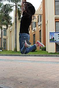 跳跃的女孩