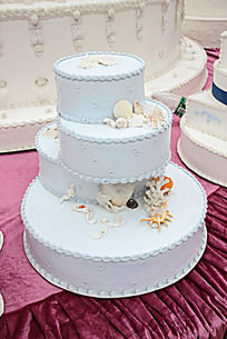 淡蓝色四层不规则贝壳蛋糕
