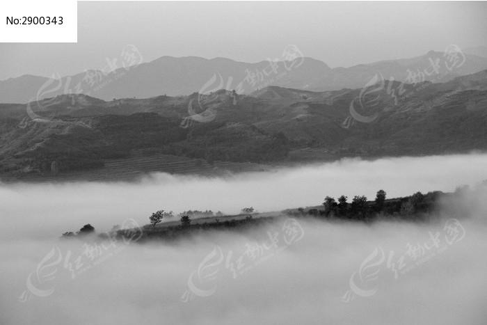 黑白色云海和大山图片