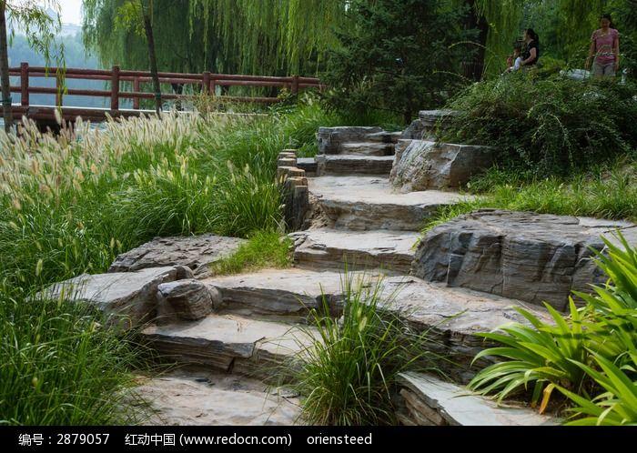 石头堆砌的台阶