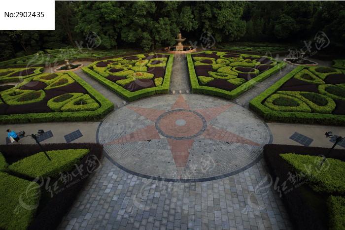 黑山植物园欧式园林对称花圃图片