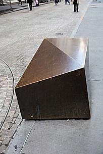 华尔街上的几何大铜锭