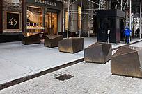 华尔街上几何大铜锭一字排开