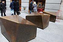 美国华人街大几何形铜锭雕塑