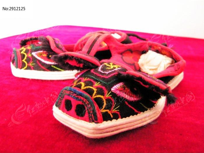 手工缝制的猪头鞋