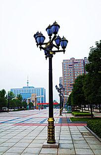 广场上的欧式灯柱图片