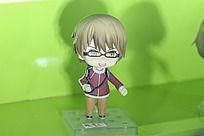 戴眼镜的Q版小男生手办