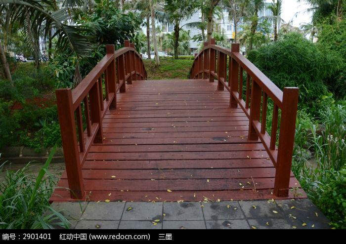 红色小木桥图片