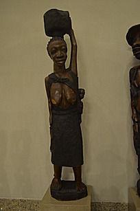 老妇人木雕工艺品