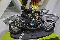 骑摩托车拿剑黑色美女手办