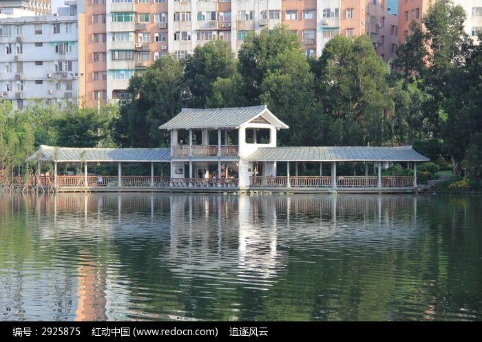 湖泊中梦幻般的亭子倒影高清图片下载 编号2925875 红动网图片