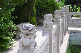 桥上的石狮子雕刻