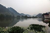 黟县西递恰似水墨画的明经湖