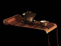竹简上的茶杯