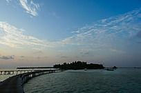 马尔代夫Coco岛日出时分壮美的蓝天白云