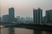 广州珠江边的城市风光