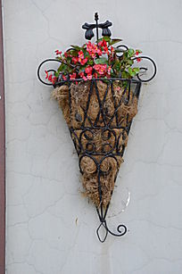 墙上的欧美风格花篮