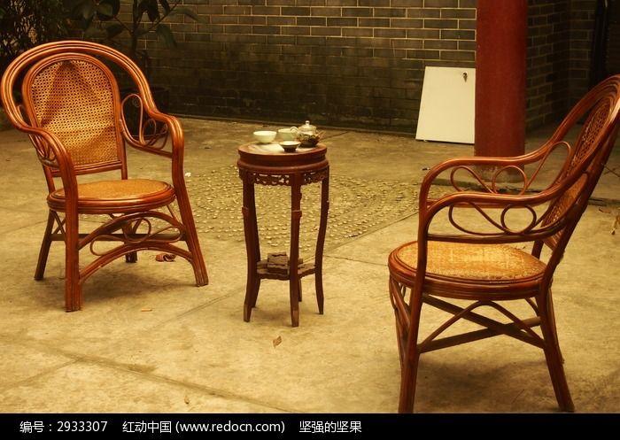 椅子与桌子