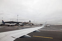 远眺加拿大多伦多机场航站楼