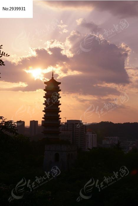 公园重阳塔晚霞图片