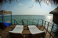 马尔代夫Coco岛豪华水上别墅的无敌私人观景平台和躺椅