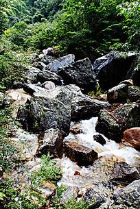 黄山翡翠谷 怪岩耸立大小不同