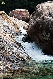 黄山翡翠谷  怪岩耸立形态各异