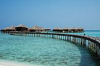马尔代夫Coco岛通往水屋的海上栈道