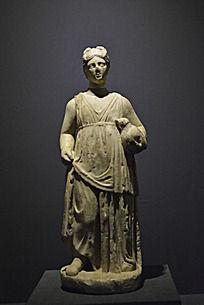 拿着葫芦的女性人物塑像雕刻
