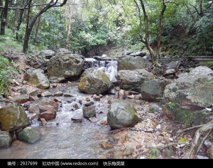 小溪石头风景手绘图片