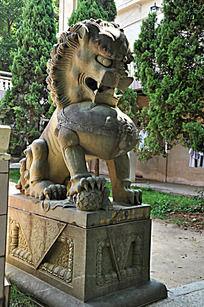 南普陀门口的雄狮雕像