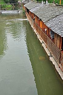近水楼台的木屋客栈