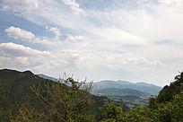 蓝天白云的五溪山