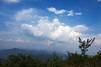 黟县五溪山 高山上的蓝天白云