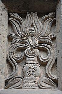 杨家埠民间艺术大观园里的花瓶石刻