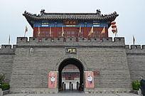 杨家埠民间艺术大观园里的南门入口
