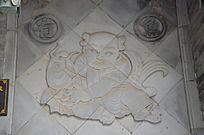 杨家埠民间艺术大观园石刻之连年有鱼