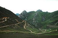 高山峻岭绵延山路