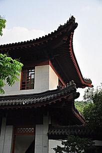 两层的古建筑屋檐