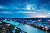 夕阳西下的新安江