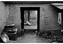 黑白色农村砖瓦房纪实摄影