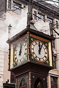 加拿大温哥华蒸汽钟的两面