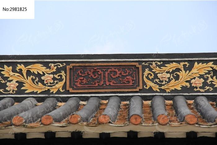 屋檐上的浮雕花纹图片图片