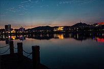 广西美丽的湖畔夜景