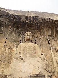 龙门石窟中的巨型卢舍那佛